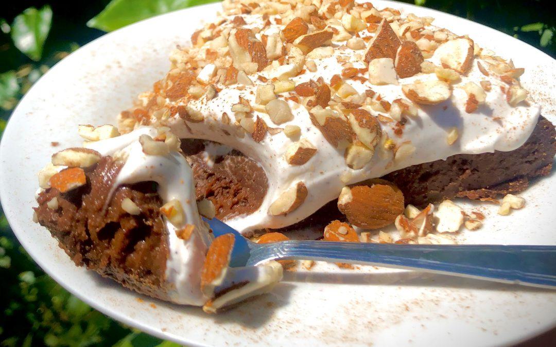Le fondant au chocolat et sa crème chantilly végétale